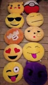 10 emoji cushions