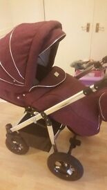 Good condition hardly used buggy or carrycot as i used the car seat mostly comes with rain cover