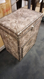 makeup trunk with 2 drawers