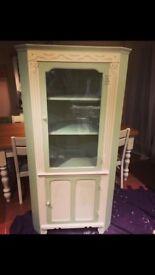 Corner dresser