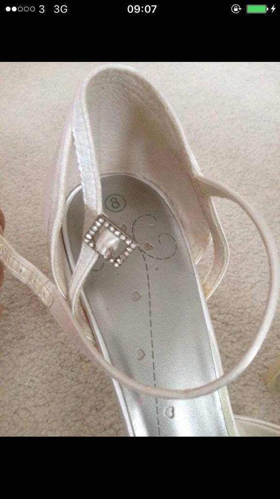 Satin white wedding/bridesmaid heels size 8