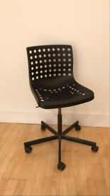 Office Chair in Black (Adjustable Height)