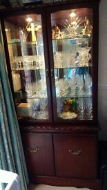 Lovely display cabinet with lighting