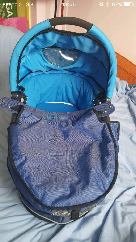 Blue quinny carrycot