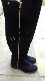 Black knne high boots