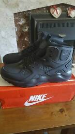 Nike Air Huarache mid uk size 10