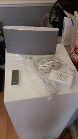 Bose SoundDock Series II digital music system white Good Condition with remote