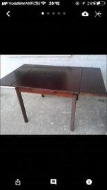Extending dining chair