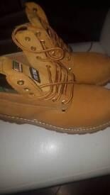 Click Steptoe cap boots size 9