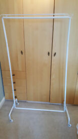 Mobile, collapsible clothes hanging rack