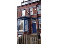 STUDIO FLAT AVAILABLE NOW, ARTHINGTON TERRACE, HUNSLET DSS WELCOME NO BOND £100PW
