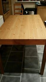 Pine dining table - Good condition - seats up to 6