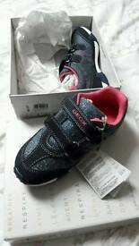 Girls George respiratory trainers size 11