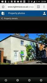 Fareham Character cottage, great links to train station, parking, communal garden
