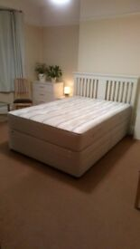 Spacious double room in a friendly house in Forest Hill - bills included
