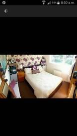 Lovely Double room for Female in Chessington