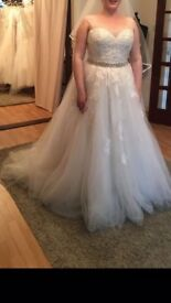 Beautiful ex-sample gown *size 12* £100 O.N.O