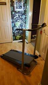 Non motorised fold up treadmill