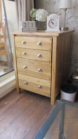 solid oak side board with 4 dove tailed draws