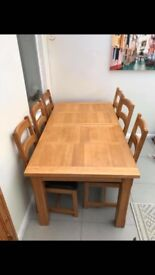 SOLID OAK TABLE (EXTENDABLE) AND SIX CHAIRS
