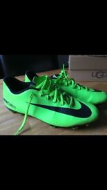 Football boots men's size uk9 like new