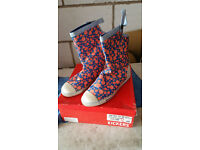 LADIES FLOWERED KICKER BOOTS