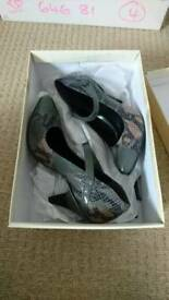 Ladies size 4 shoes