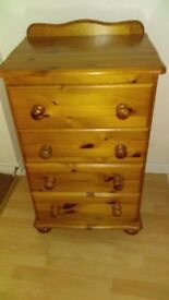 Pine Chest in great condition 4 drawer