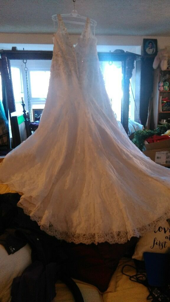 wedding dress new never warn size 24in Kingston, LondonGumtree - Wedding dress size 24 brand new bought for £1200.00 only picked up today (25/11/2016). A friend was getting married but wedding is called off and is too big for me though looks amazing. White dress with silver beading. Zip at the back that is...