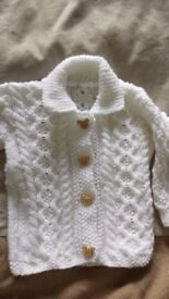 Hand knitted baby boys or girls white Aran style cardigan 0-3 months NEW