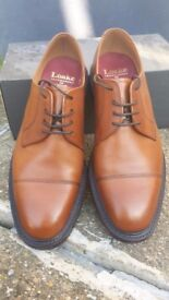 Tan Toe cap oxford shoe by Loake Shoemakers - UK size 8/EU 42