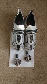 BIKE SHOES AND PEDDLES