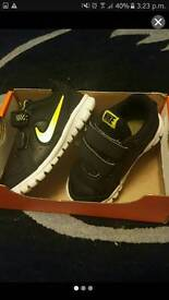 Baby nike black and yellow size 5.5