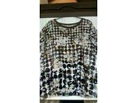 Woman's top size 22