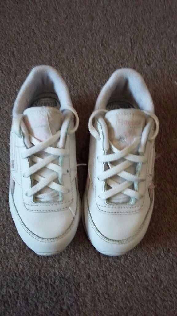 Size 7 Reebok trainers