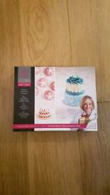 Mich Turner round miniature cake tin