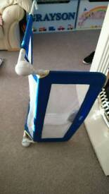 Bed gaurd in good condition clearing out £5 OPEN TO OFFERS COLLECTION IN LEICESTER
