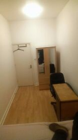 DOUBLE/SINGLE ROOM FOR RENT- 1 MINUTE WALK FROM THE SHARD LONDON. BILLS INCLUSIVE.EXCELLENT LOCATION