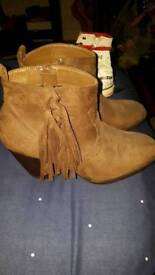 Size 6 cowboy boots like new pick up only