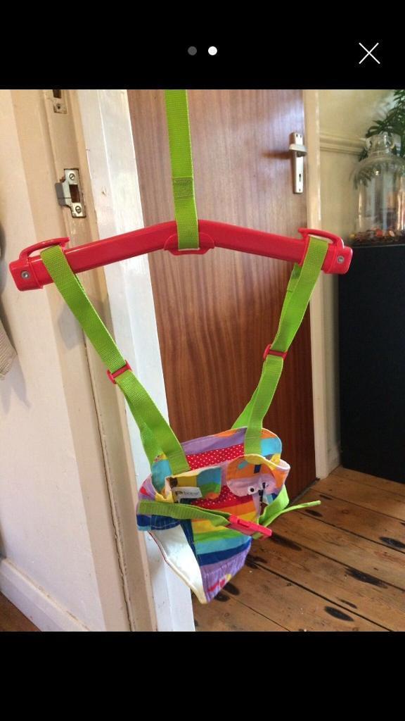 Doorway baby bouncer/swing