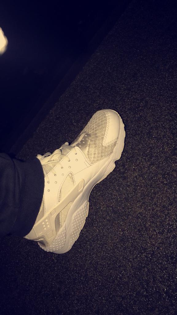 Nike Huaraches WHITE Size 9