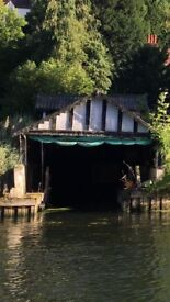 Mooring in boathouse for rent on River Thames between Marlow and Bourne End