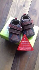 NEW Hush Puppies Shoes, Size 2 Younger