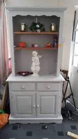 Wooden dresser unit