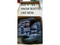 snow boots size 5 worn once like new in box