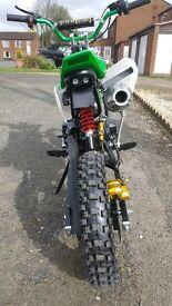125cc dirt bike/pitbike 2017 model electric start an kick plus full body suit it is a fast bike