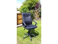 Very nice office chair, ecellant condition