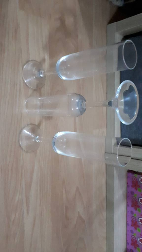 Set of 3 tall champagne flutes