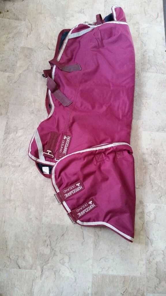 Horseware Ireland 400g Heavyweight turnout rug with detachable combo neck.
