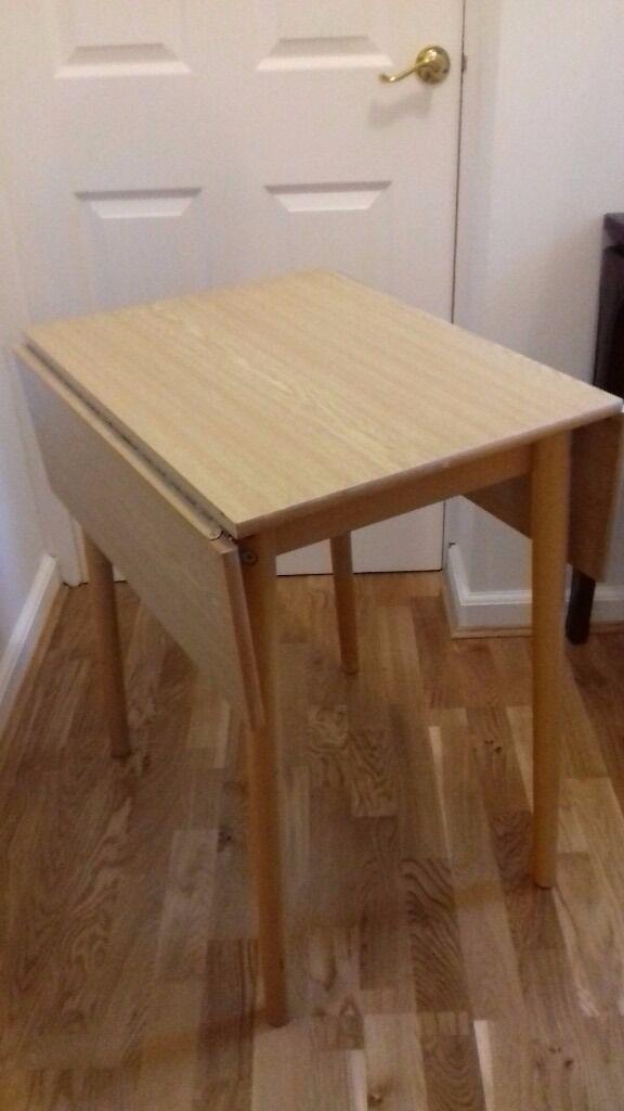 Gate leg table in light wood